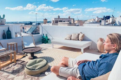 Dachterrasse eines Hotels in Apulien