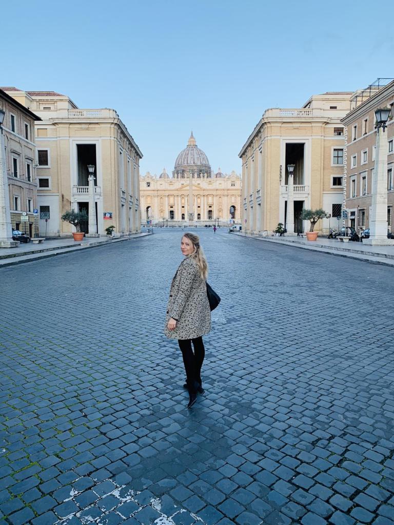 Petersplatz und Petersdom aus der Ferne