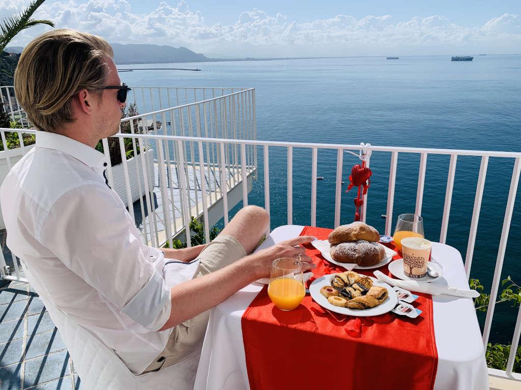 Balkon mit Aussicht an der Amalfiküste