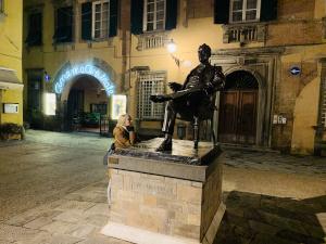 Statue Puccini in Lucca