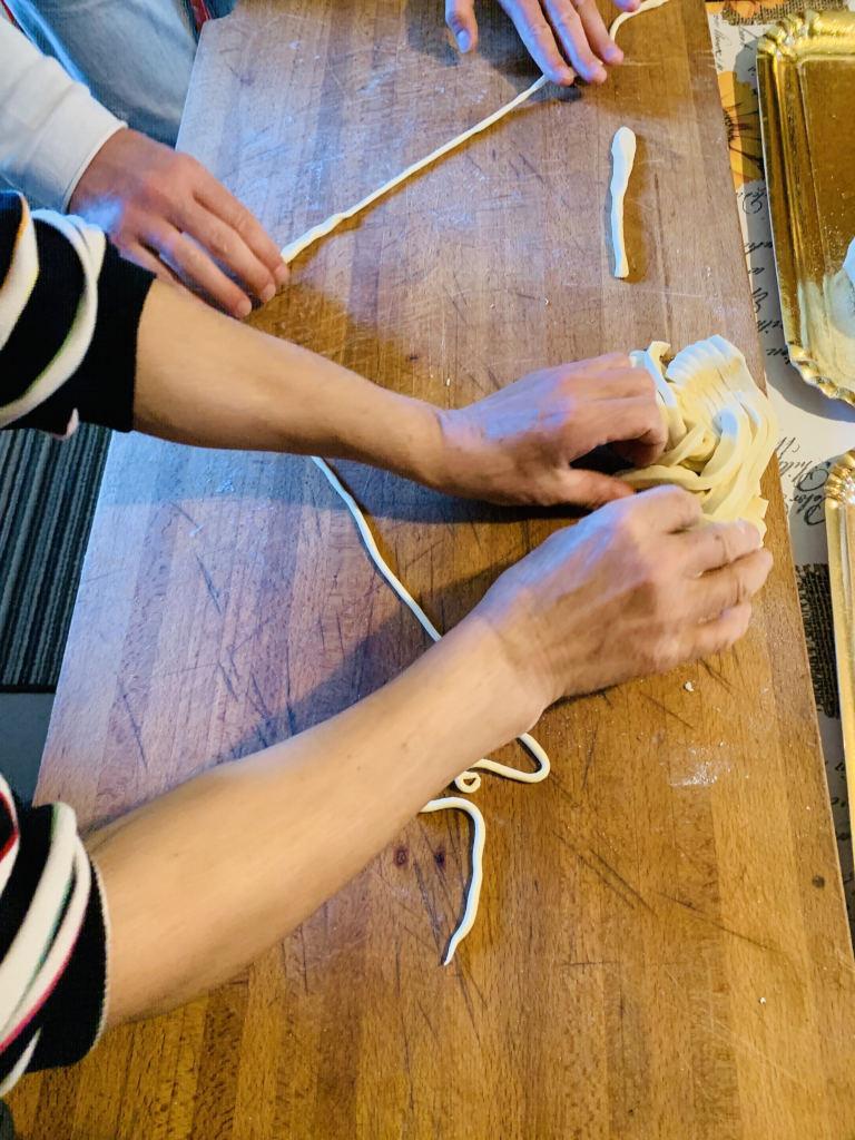 Zubereitung der Pasta Pici