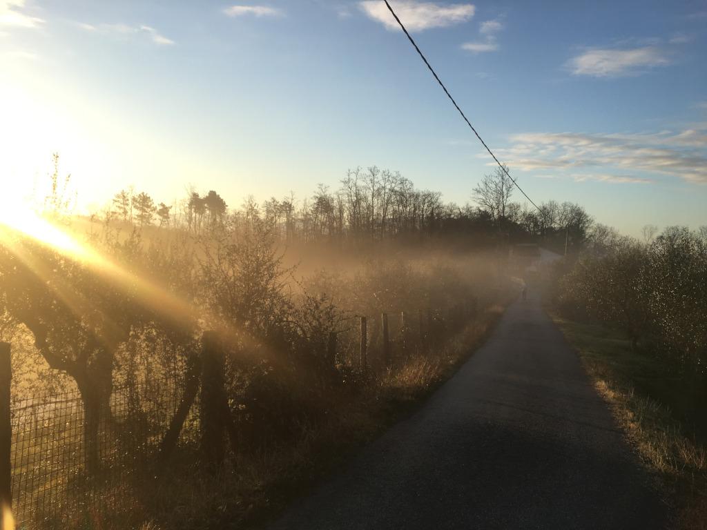 Sonnenaufgang in den Bergen der Toskana