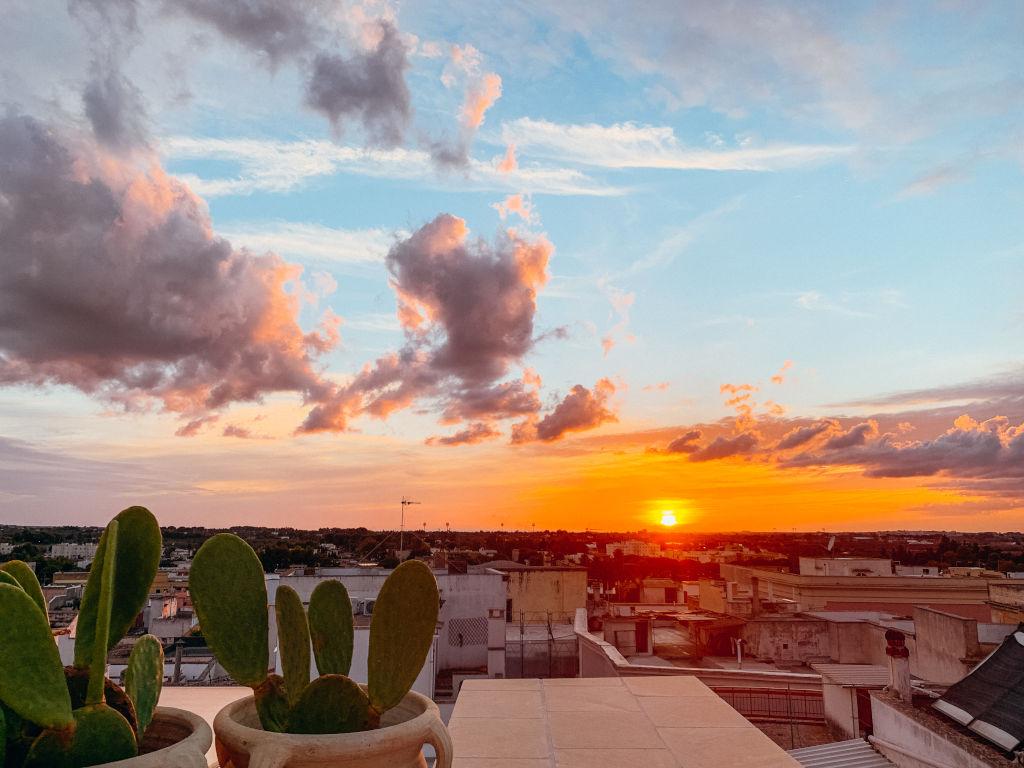 Sonnenuntergang von der Dachterrasse des Hotel Palais Gentile in Matino