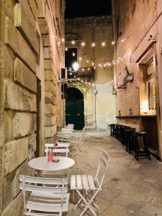 Straße in Lecce am Abend