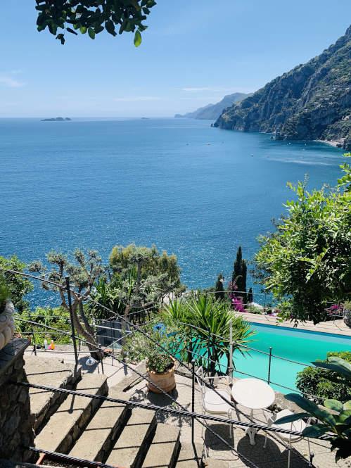 Aussicht von der Terrasse einer Villa in Kampanien