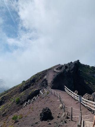 Weg am Krater des Vesuv